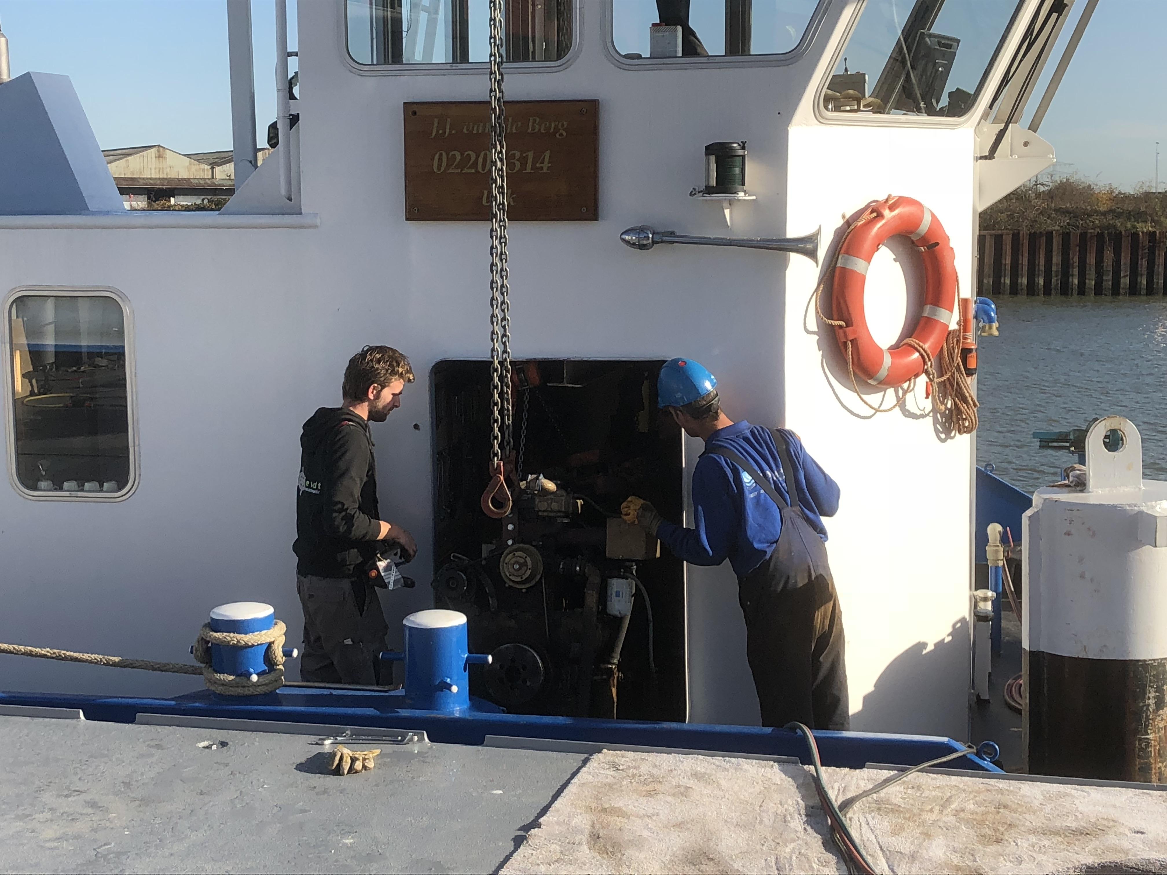 Werkschip Tiemen Tebezo Nautische Dienstverlening BV Volvo Penta JCB generatorset